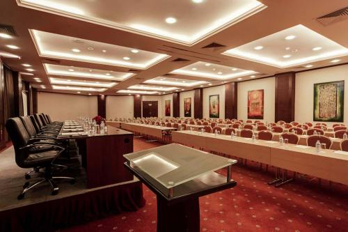 Lake Victoria serena kigo Meetings & Conferences