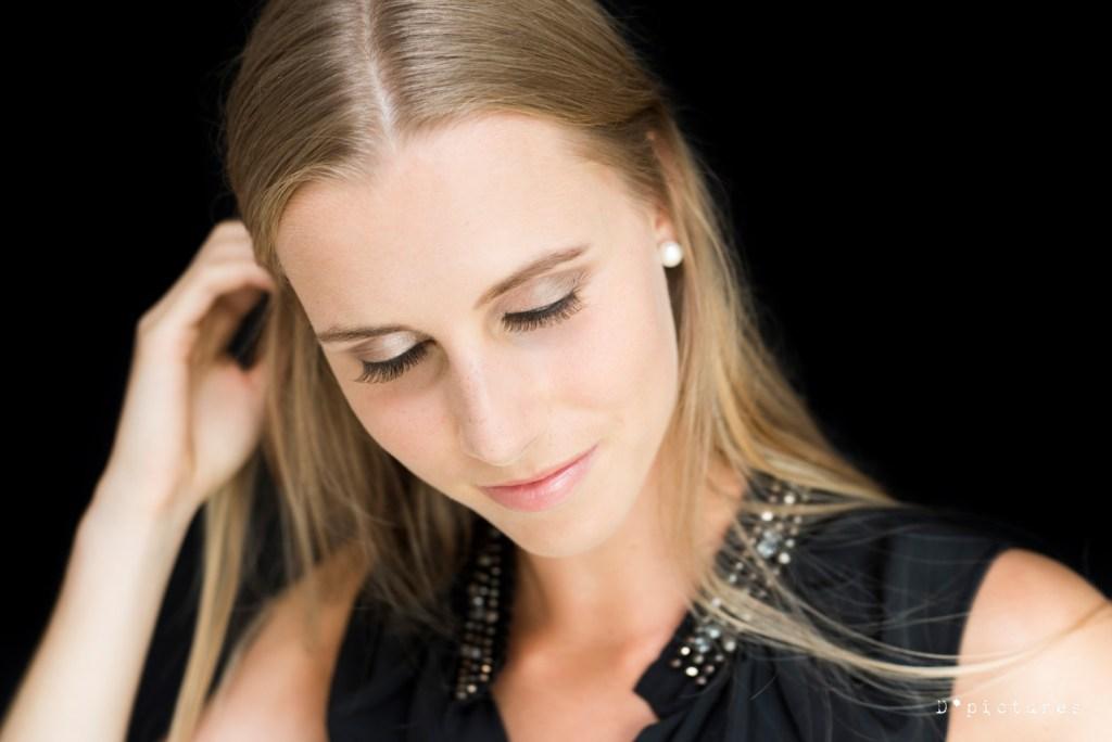 Haar en make-up photoshoot jonge vrouw