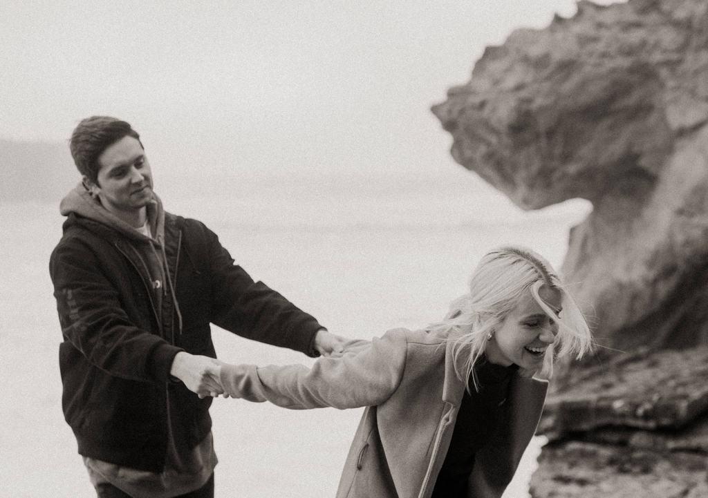 Couple holds at San Francisco Coast Couples shoot