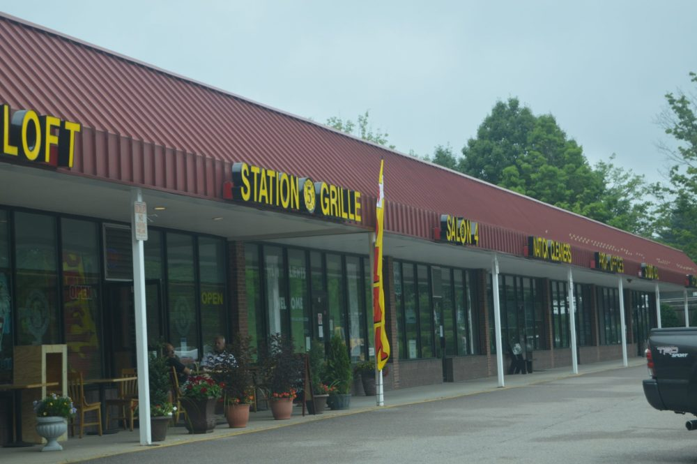 station 5 grille outdoor dining