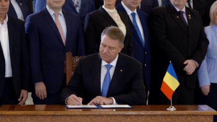 ceremonie publica 2 720x404 Ceremonie publica la Cotroceni, pentru promulgarea legii Autostrazii Unirii