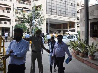 3 killed in courtroom shootout in Indian capital