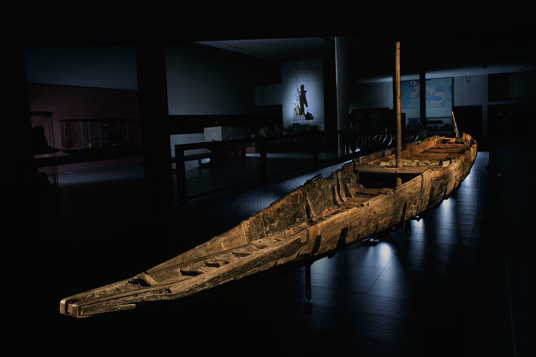 Barcaza romana de 31 metros de eslora fue recuperada del Ródano, a su paso por Arles
