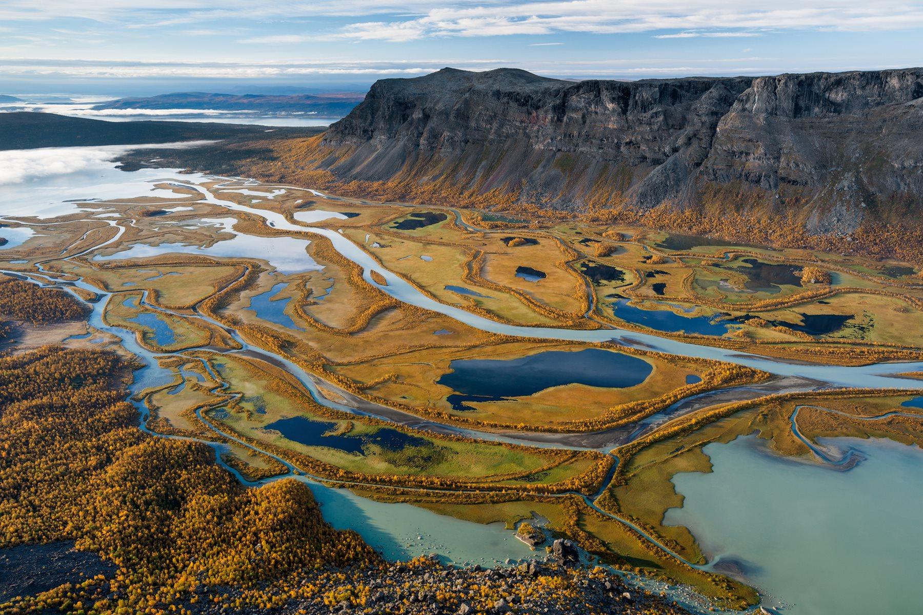 Los cursos de agua entrelazados del río Rapa
