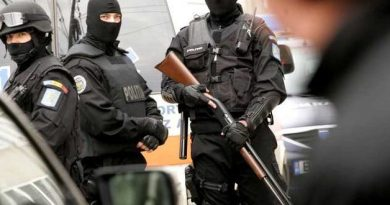 VIDEO: S-au dus cu mascații peste ei! Trupele speciale, cu armele la vedere, au intervenit la Țăndărei! Demonstrație de forță
