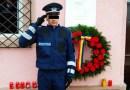Un polițist scâncește și așteaptă la poartă să vină stăpânul lui, interlopul Emi Pian