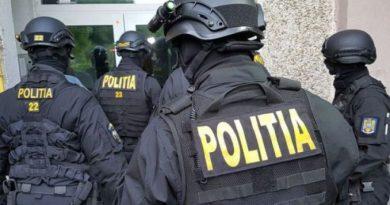 BREAKING. Ofițerul reținut de DNA Brașov era șeful BIROULUI ce ASCULTA întreg județul – Avea comportament de 'CÂRTIȚĂ' pentru beneficiari privați