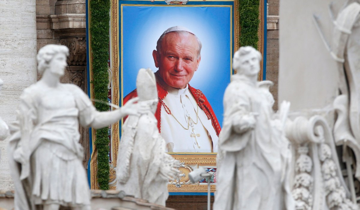 We Watched John Paul II Die 15 Years Ago Today | National Review