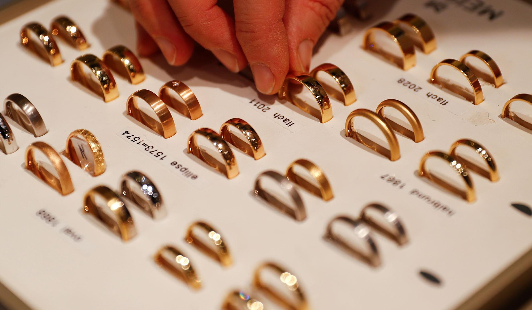 Massachusetts City Officially Recognizes Polyamorous Relationships thumbnail
