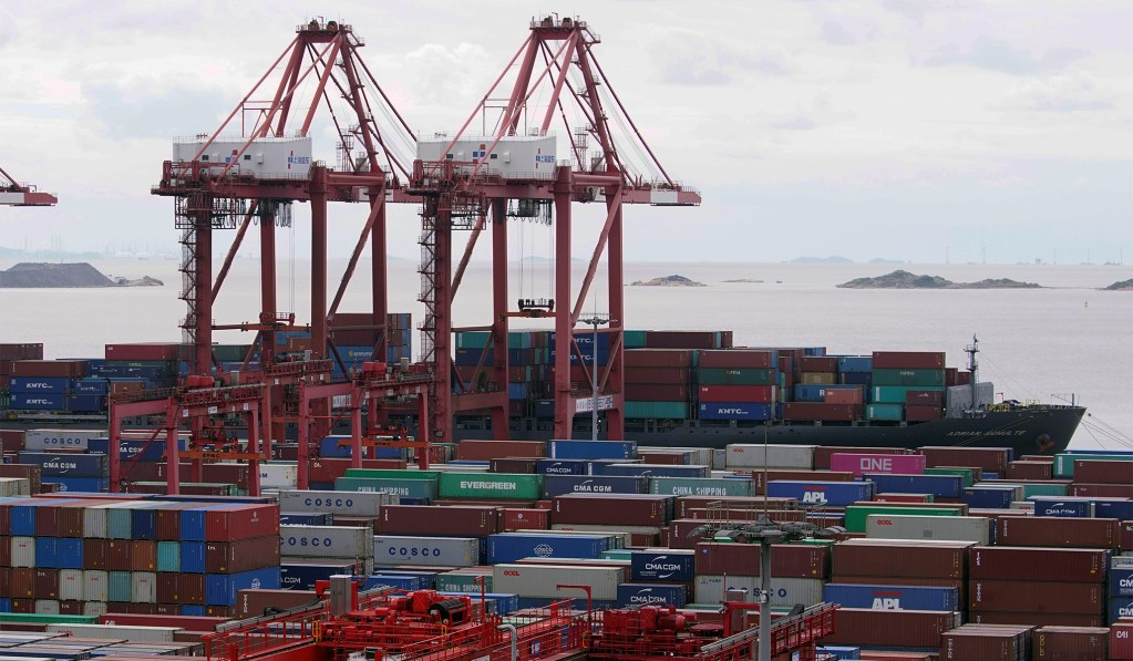 Chinese Economy Grows at 4.9 Percent amid Pandemic, Driven by Renewed Exports