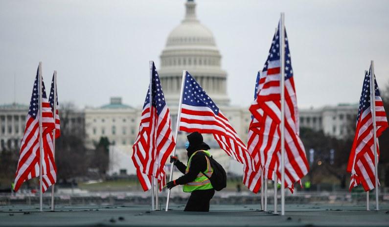 U.S. Records 400,000 Coronavirus Deaths on Eve of Biden Inauguration thumbnail