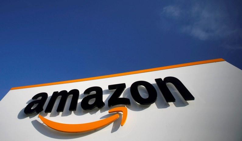 Amazon Kneels before the Mob