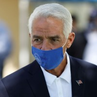 Charlie Crist Promotes DeSantis Conspiracy Theories in Gubernatorial Announcement