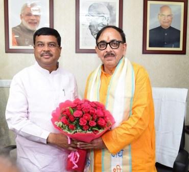 Dharmendra Pradhan and Dr Mahendra Nath Pandey skill development ministersJPG
