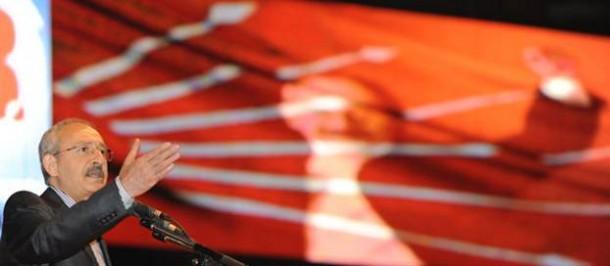כמאל קיליצ'דרולו בנאום זכייתו בראשות מפלגת העם הרפובליקנית, בקונגרס המפלגה. (צילום: National Turk)