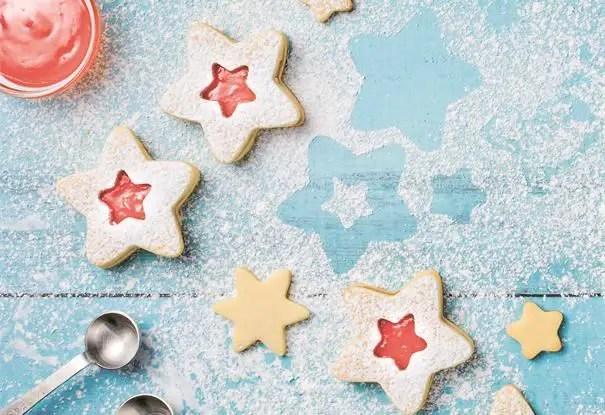 Biscotti a stella con marmellata di pompelmo