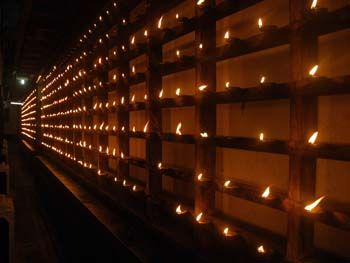 Guruvayur photos, Parthasarathy Temple- Thousands of Lamps Lighted Around the Temple