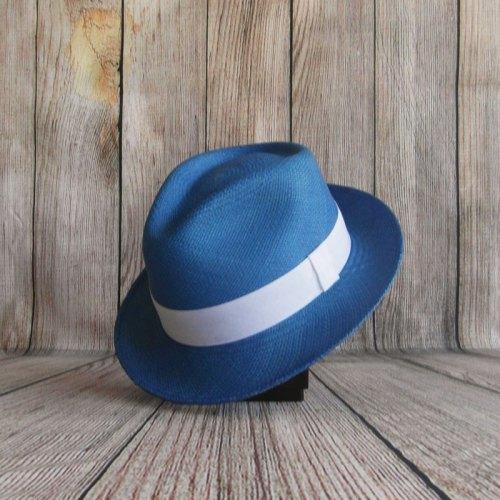 Panama petits bords couleur bleu et ruban blanc