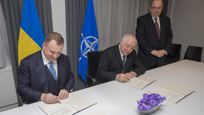 Patrick Auroy, NATO Assistant Secretary General for Defence Investment and Oleg Gladkovsky, First Deputy Secretary of the National Security and Defence Council of Ukraine, signing the roadmap