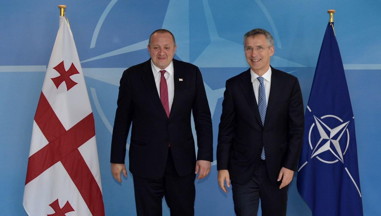 Генеральный секретарь НАТО Йенс Столтенберг приветствовал в штаб-квартире НАТО президента Грузии Георгия Маргвелашвили