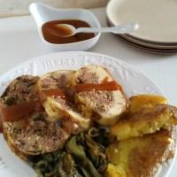 Pollo ripieno con prugne e mele, vinaigrette di albicocche secche con patate e scarola brasata