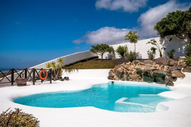 swimming pool built by Natura Design