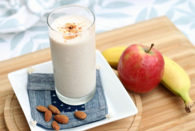 Apple And Almond Smoothie