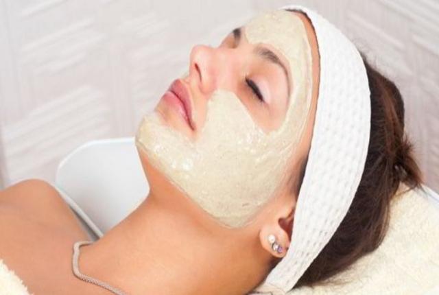 Honey, Almond Oil And Sea Salt Face Mask