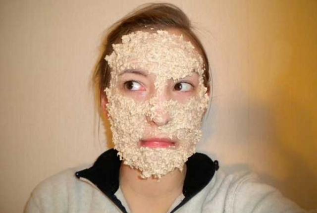 Honey, Lemon And Sandalwood Face Mask