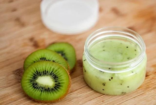 Kiwi And Yogurt Mask