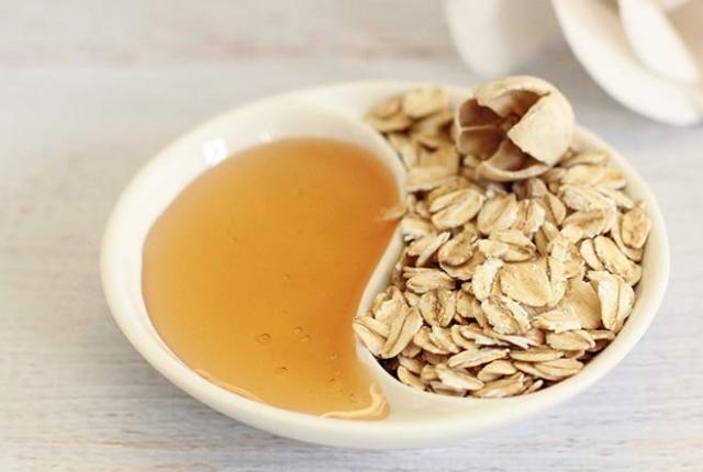 oatmeal powder and honey