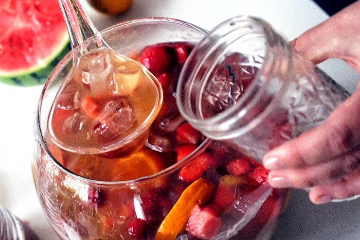 Sparkling kombucha punch with melon, berries and pineapple - a burner for every party - the filling