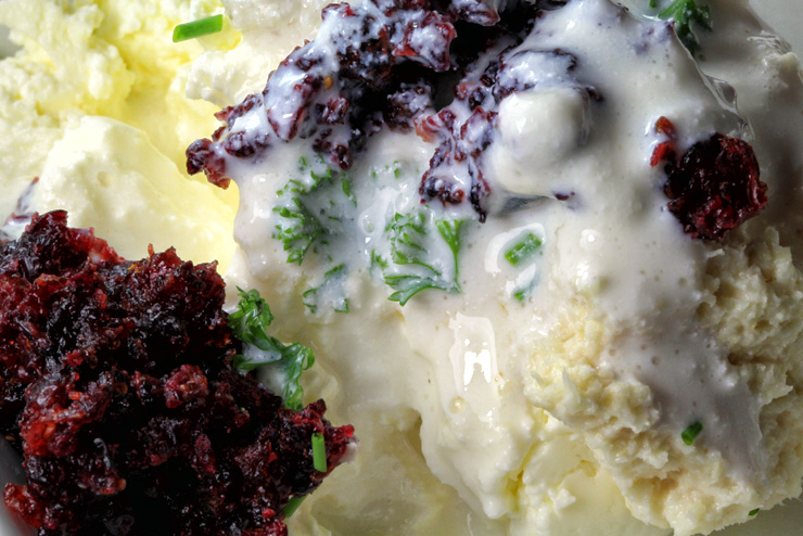 Kefir cranberry cream cheese with parsley and horseradish - a breakfast idea with milk kefir - the kefir
