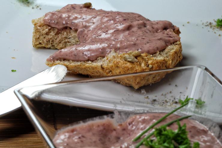 Kefir Cranberry Frischkäse mit Petersilie und Meerrettich - eine Frühstücksidee mit Milchkefir - Das Brot
