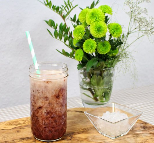 Kefir KiBa - Ein leckeres Kultgetränk aus Kirsch-, und Bananensaft kombiniert mit frischem Wasserkefir - das Getränk