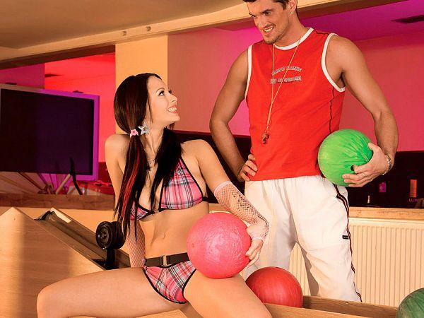 ditzy Dominno boobs sex fetish bowling
