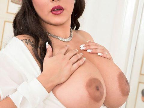 Busty boobs Cat Bangles big aureolas and nipples XXX pics