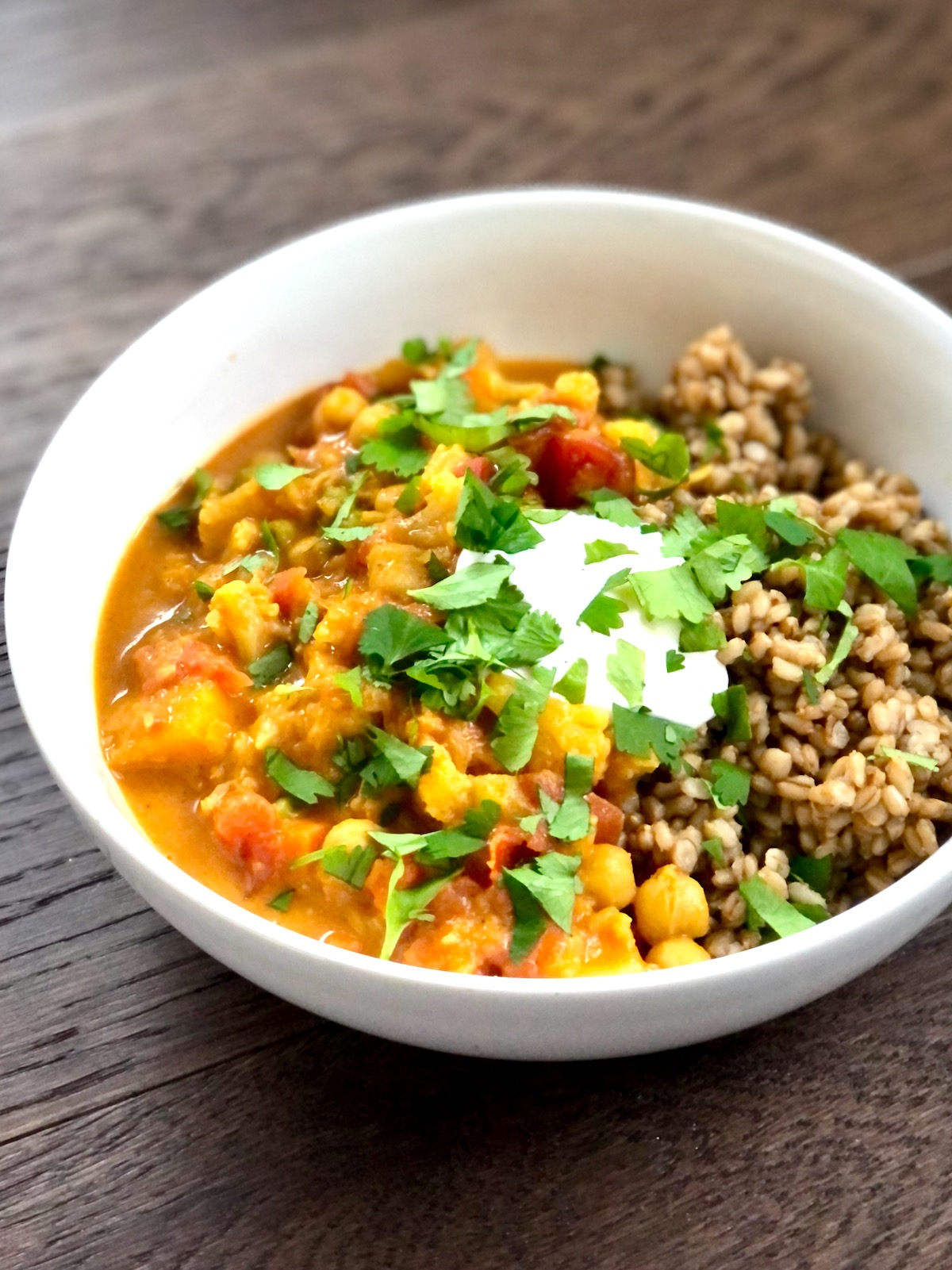 Big batch vegan curry that was MADE for weeknight dinners! Recipe at Natural Comfort Kitchen