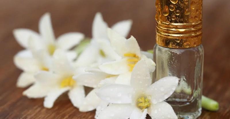 11 Impressive Benefits of Tuberose Essential Oil