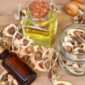 11 Impressive Benefits of Moringa Oil
