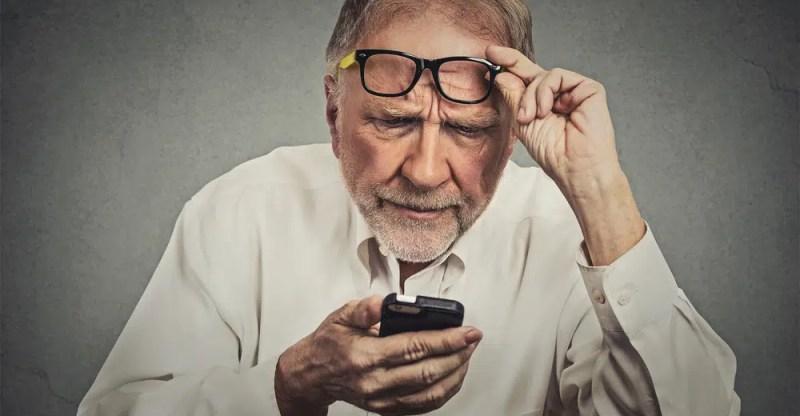 Macular Degeneration Treatment, Symptoms, Tests & Causes
