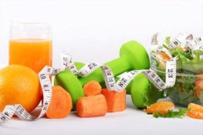 Healthy foods and dumbbells