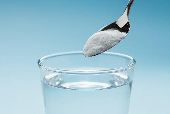 5 Reasons You Should Try DRINKING Baking Soda Baking-soda-water-1