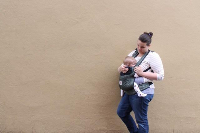 LindsayIngalls-babywearing-nursing