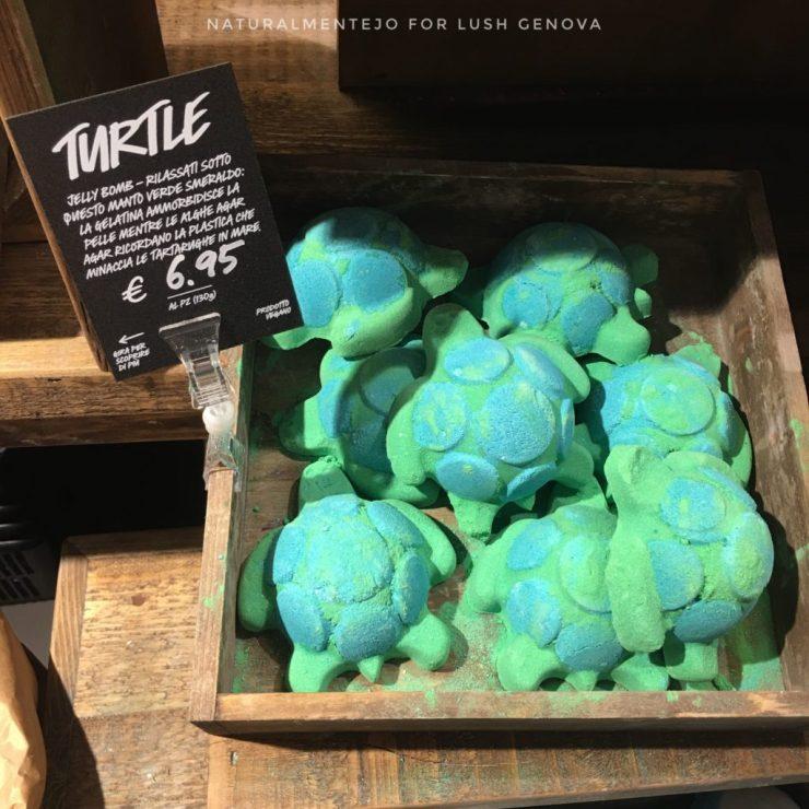 Scatto di Turtle nella Bottega Lush di Genova