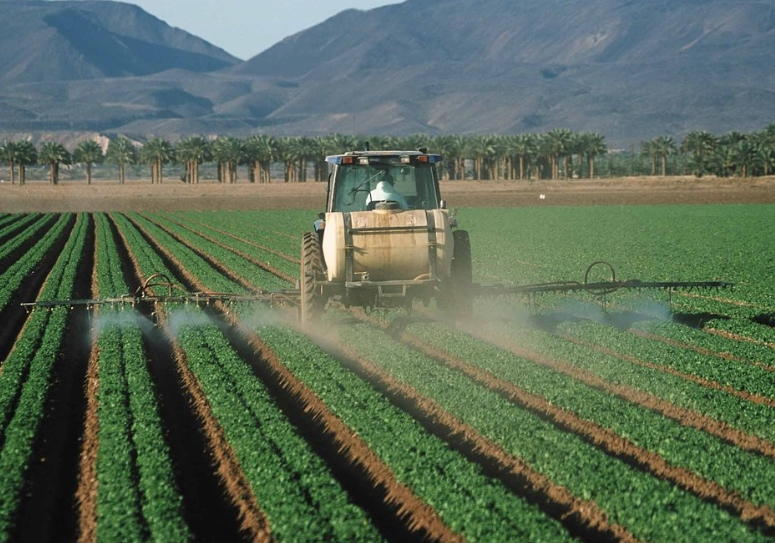 Image: Pesticide linked to Parkinson's disease being sold in US, already banned in Europe