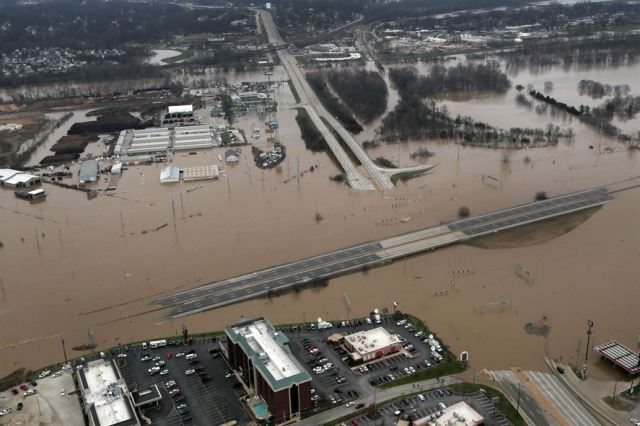 """Image: A """"perfect storm"""" of events is now building toward a cascading collapse of mammoth U.S. dams that will displace millions and destroy entire towns"""
