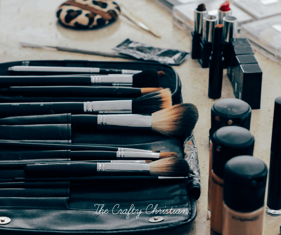 makeup brushes in a case