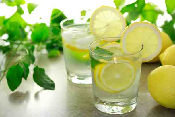 Lemon water is so good for your digestion. Drinking it first thing in the morning gives your digestion exactly what it needs for optimal functioning during the day. And it also helps with cravings and weight loss! Here's how you can make it on tap so it's ready every morning!