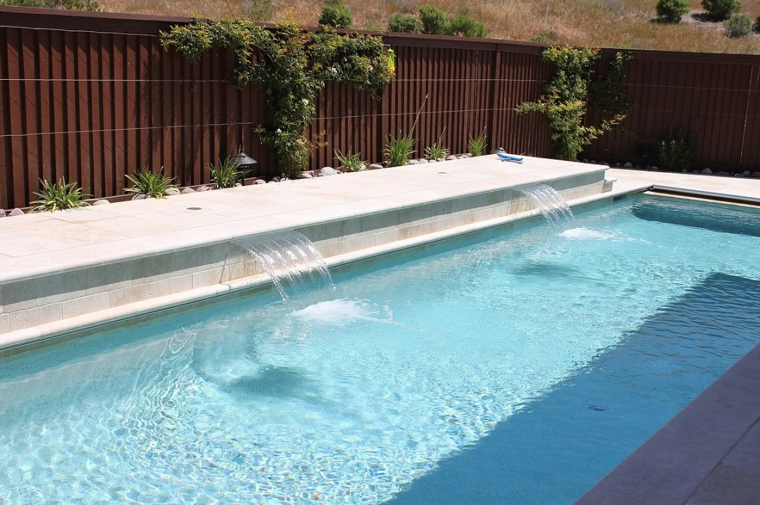 Ivory beige travertine tumbled pool coping pavers pattern